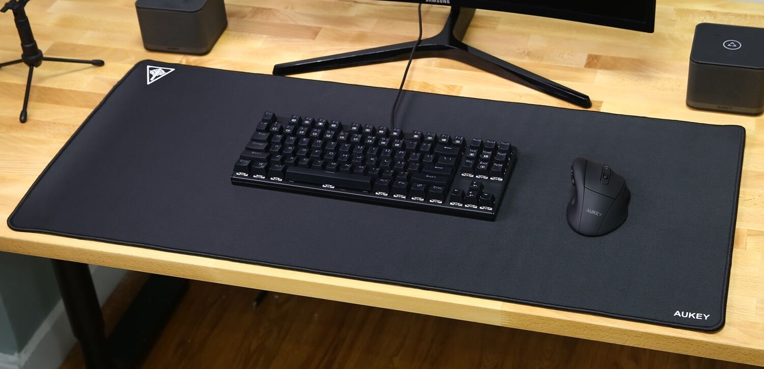 Aukey Has Been Making A Name For Itself In The Mobile And Pc Spaces With Dependable Thrifty Accessories Their Oversized Mouse Pad Is No Exception