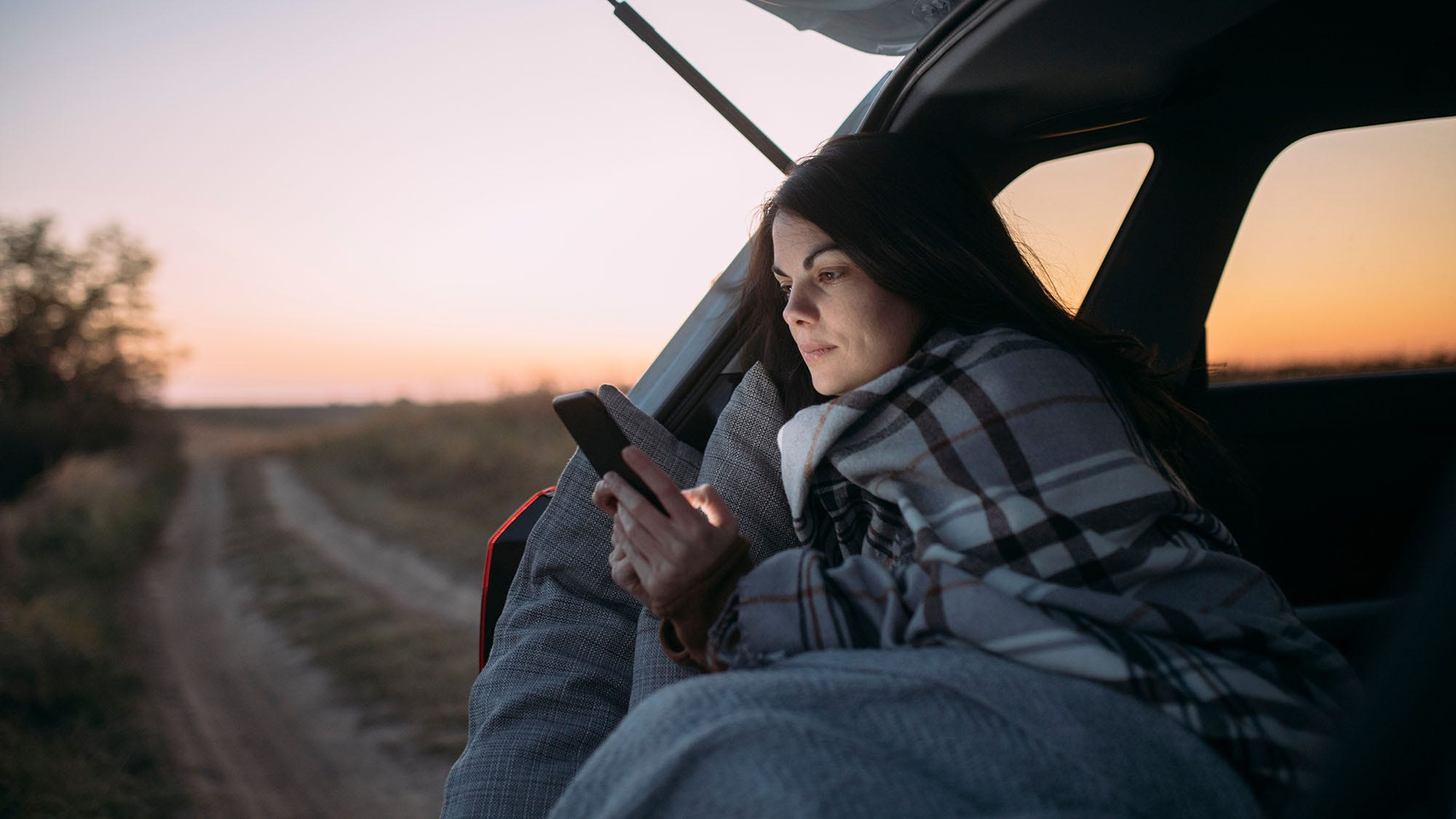 7 Awesome Ultralight Blankets For Air Travel, Road Trips, And More