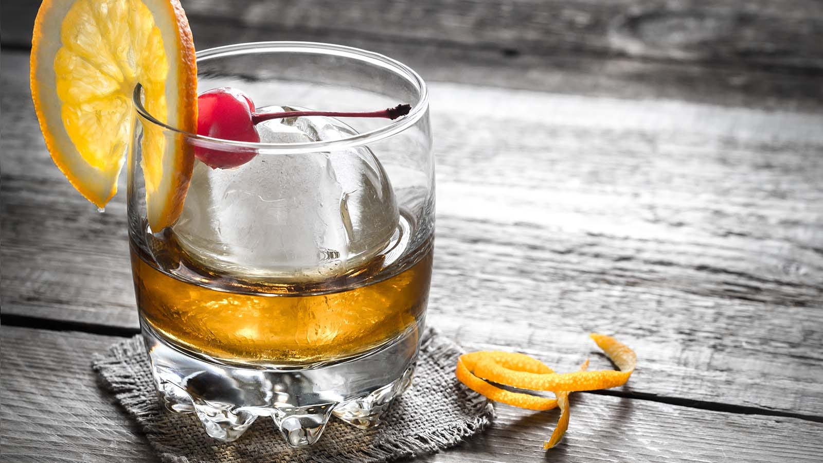 The Best Ice Molds For Your Craft Cocktails and Delicious Whiskey