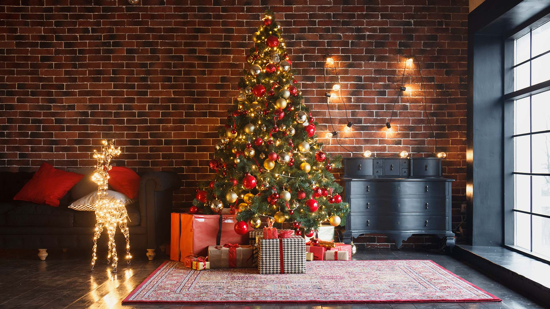 Real Christmas Trees Are Great But They Re Messy And Require A Lot Of Maintenance An Artificial Tree Reduces The Hle You Need To Make Sure Get