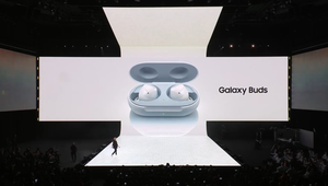 Samsung's New Galaxy Buds Can Be Wirelessly Charged Using the Galaxy S10