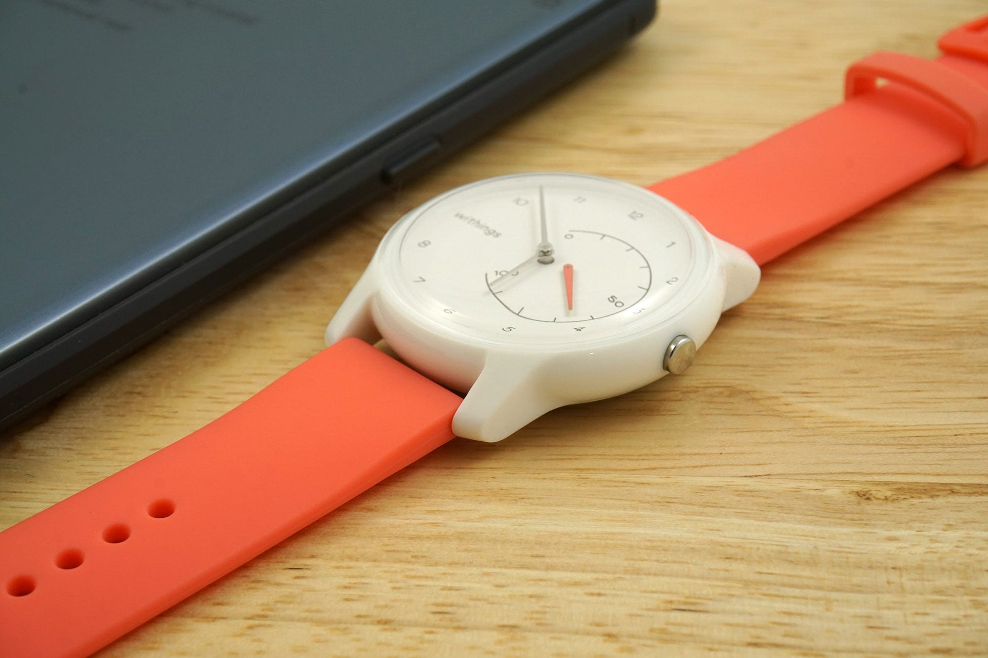 The Move's value proposition is lacking: pick up a more capable tracker, or a better watch, instead.