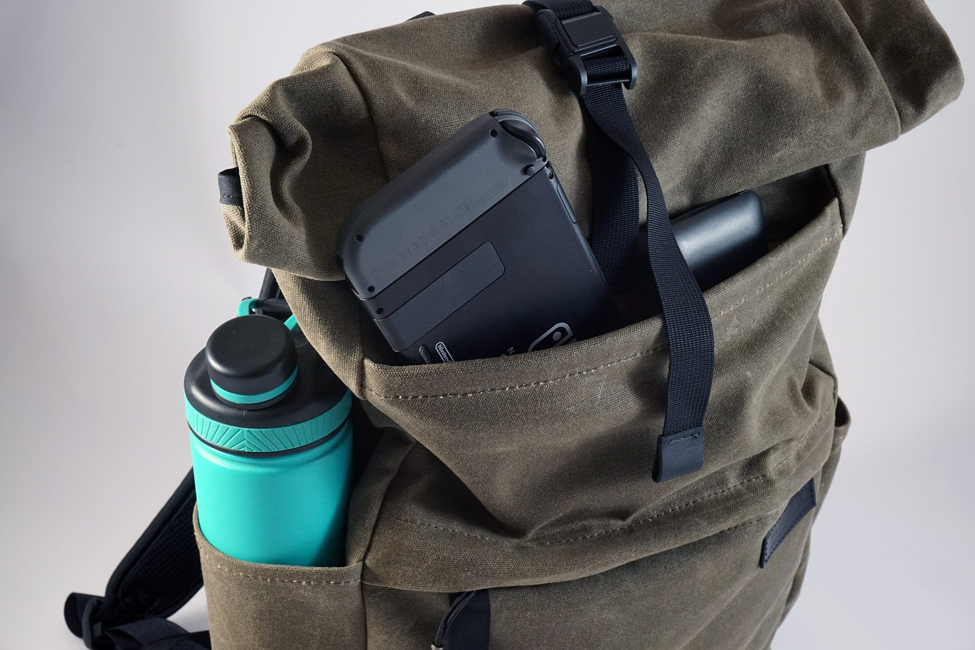 The front-top pocket closes with a magnetic snap, allowing easy access to important stuff.