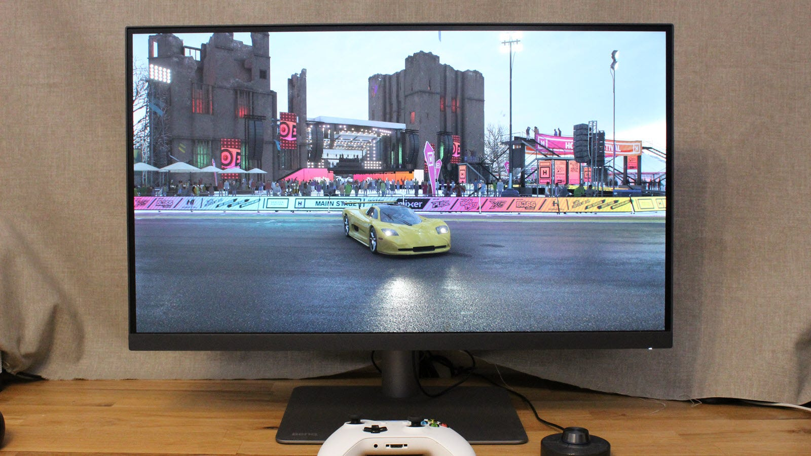 Forza Horizon 4 displayed on the monitor with Xbox controller.