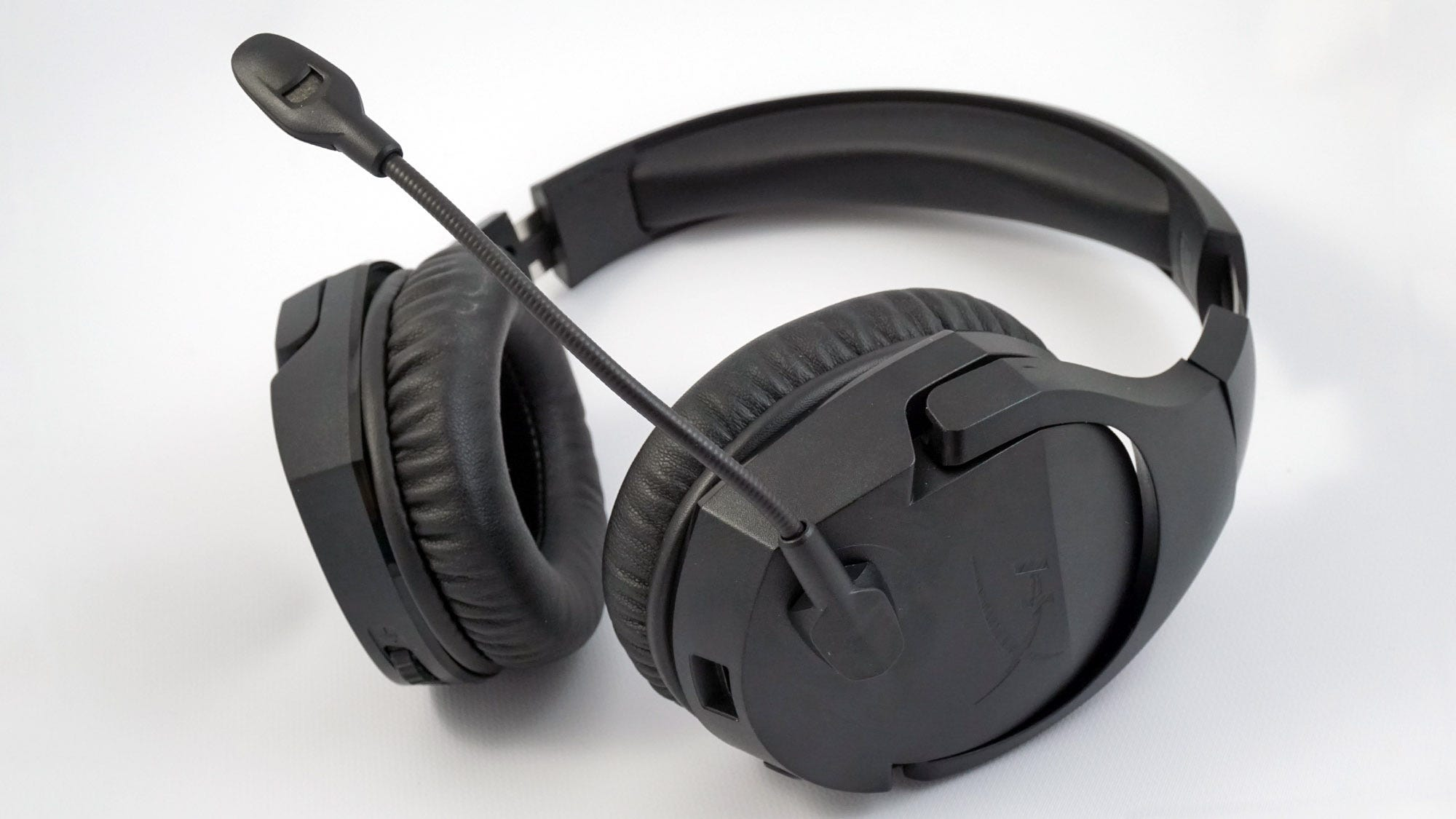 The HyperX Cloud Stinger is a lightweight, comfy, but somewhat limited headeset.