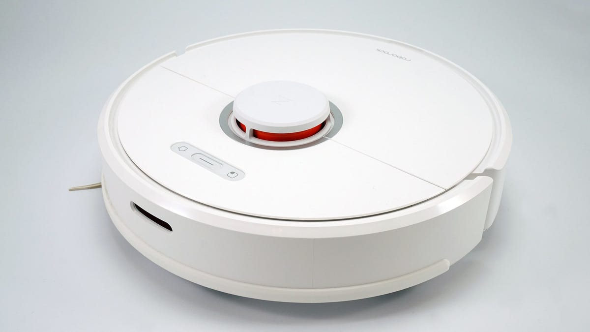 The Roborock S6 is a serviceable vacuum, but an expensive mop.