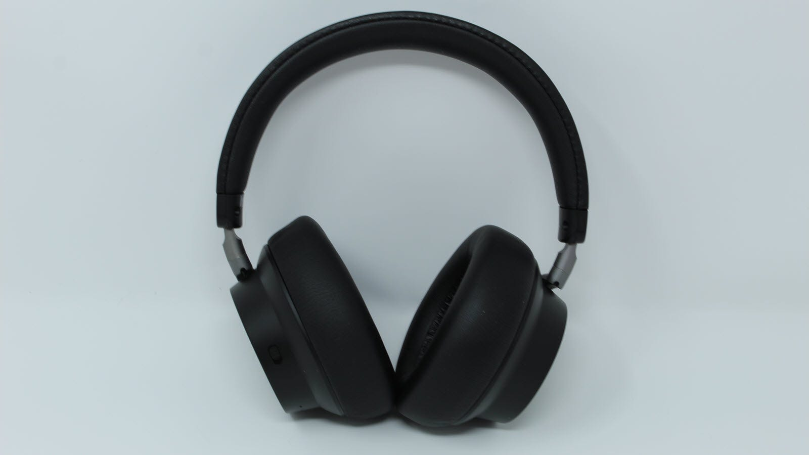 The headphones standing up from the front.