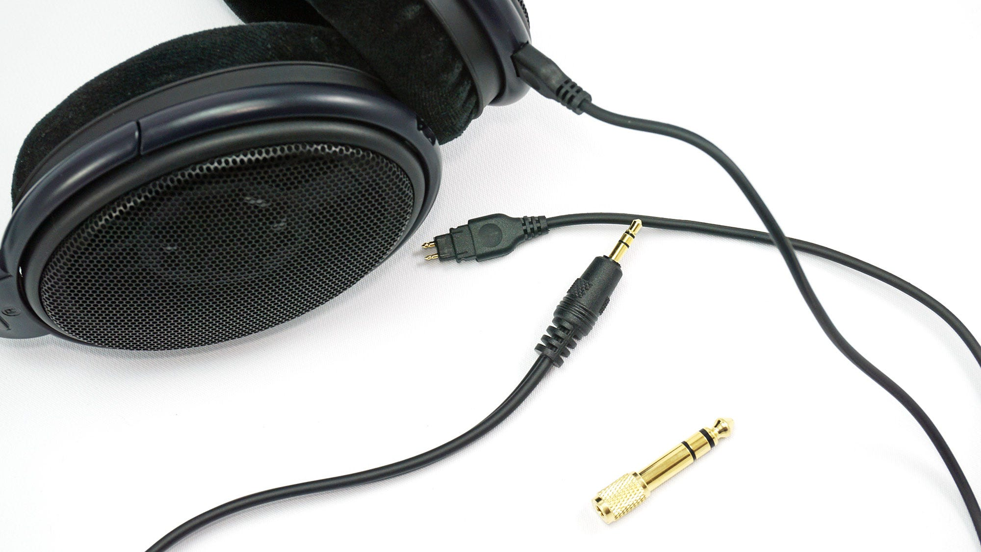 The headphone cable of the HD 6XX.