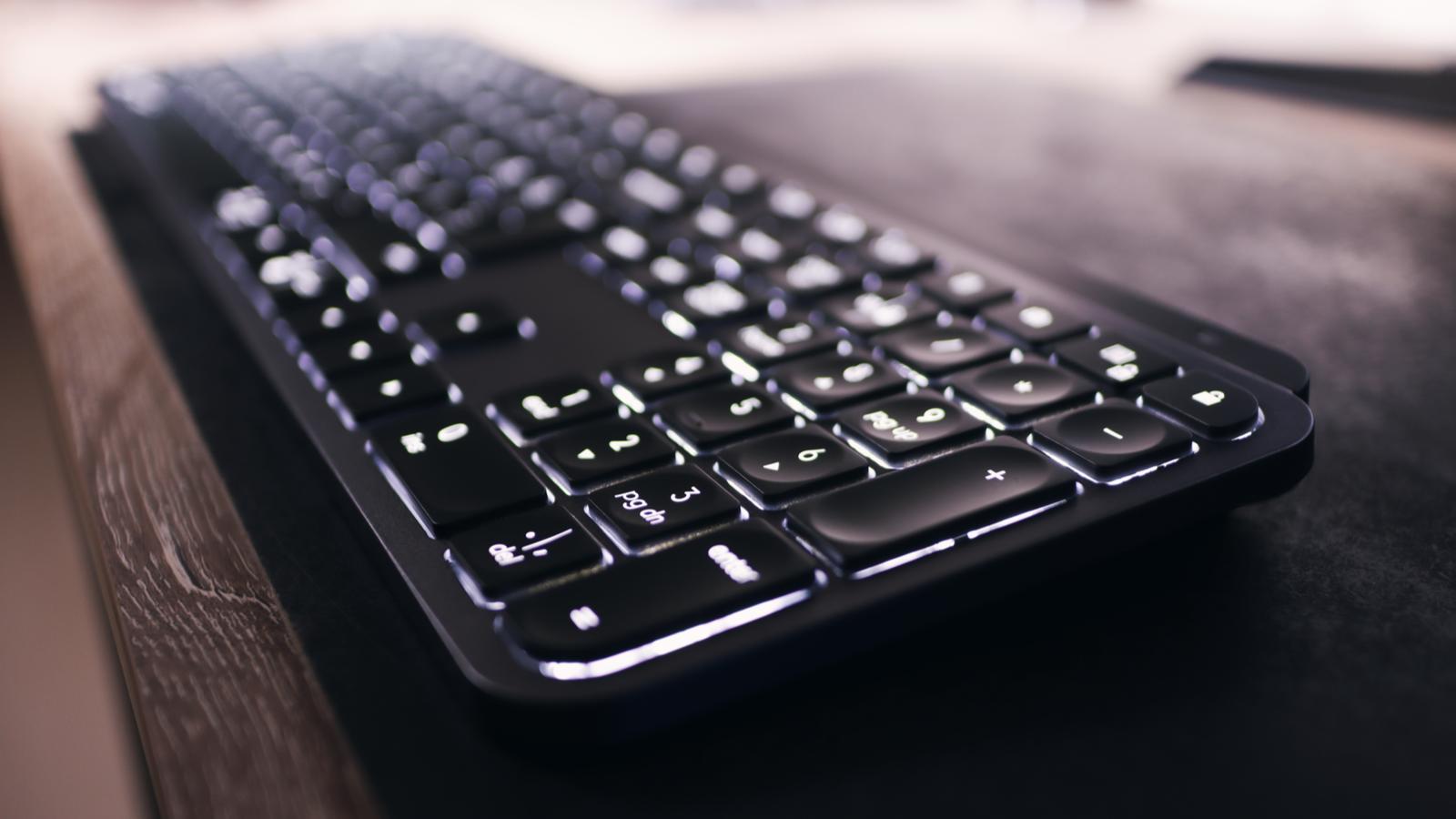 Тонкая беспроводная клавиатура с подсветкой