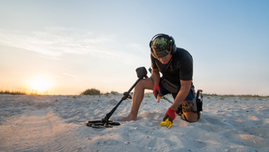 The 5 Best Metal Detectors for Relic Hunting and Gold Digging