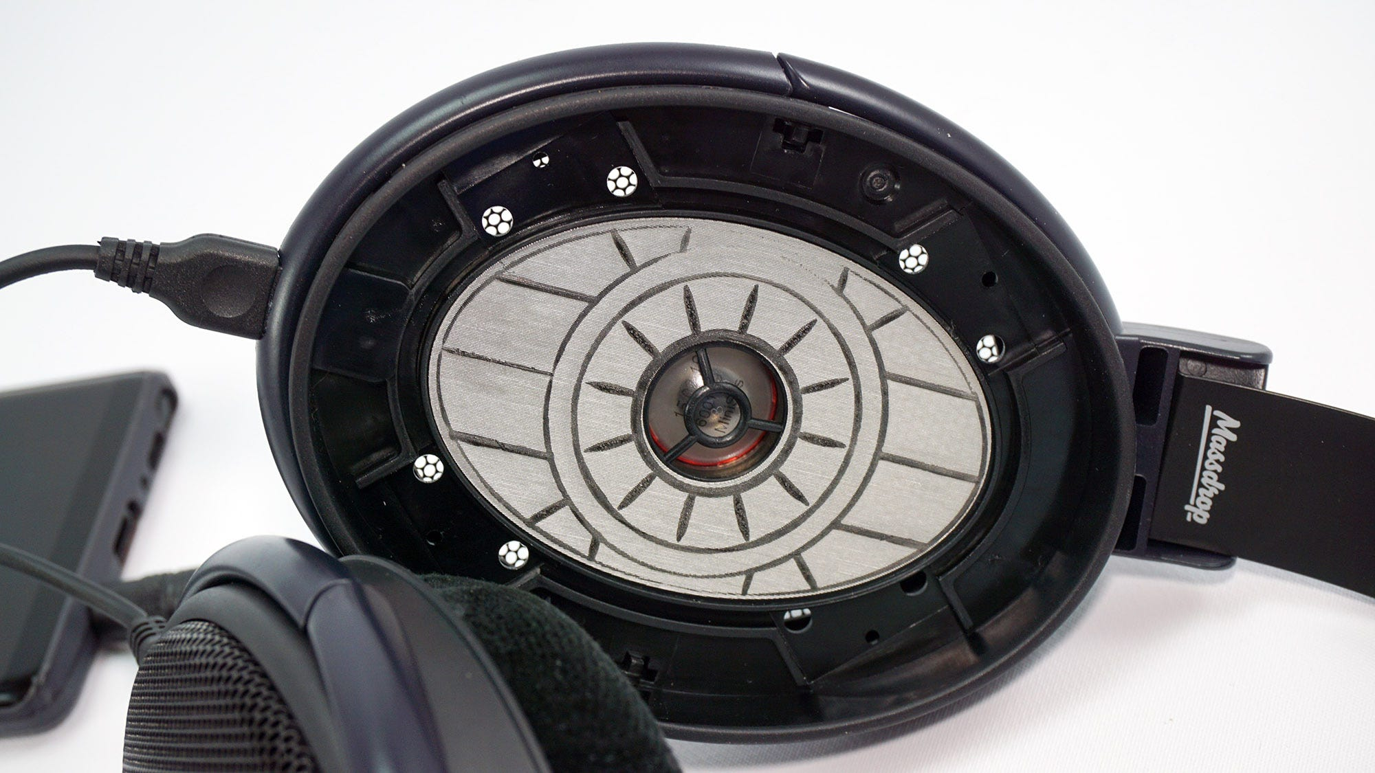The exposed drivers of the HD 6XX