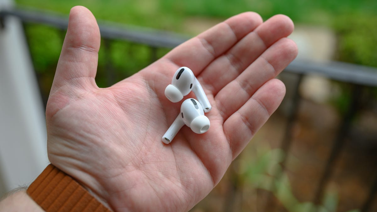 Apple AirPods Pro Bud in Hand