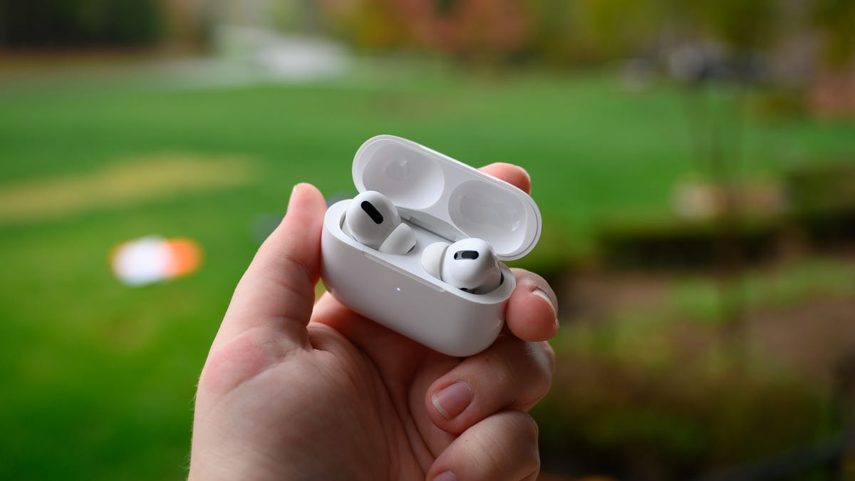 Apple AirPods Pro Buds Charging