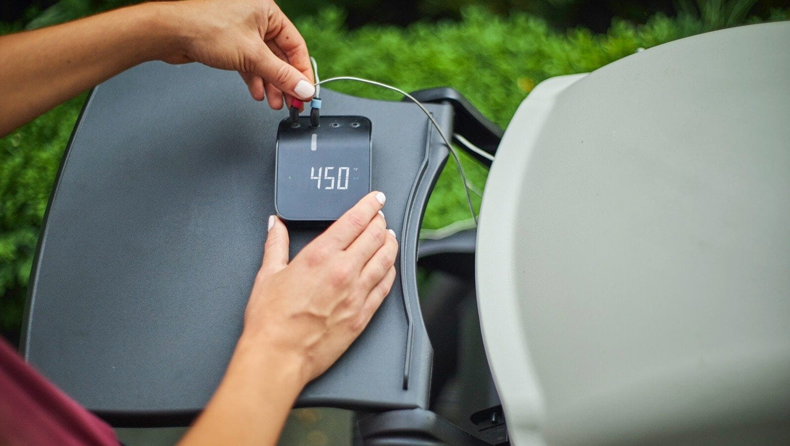 The grilling hub display showing a temperature of 450 degrees.