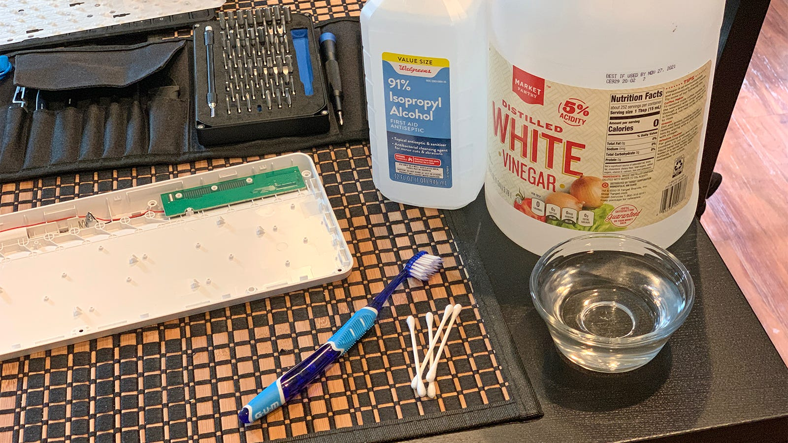 Supplies for cleaning up battery acid inside gadgets