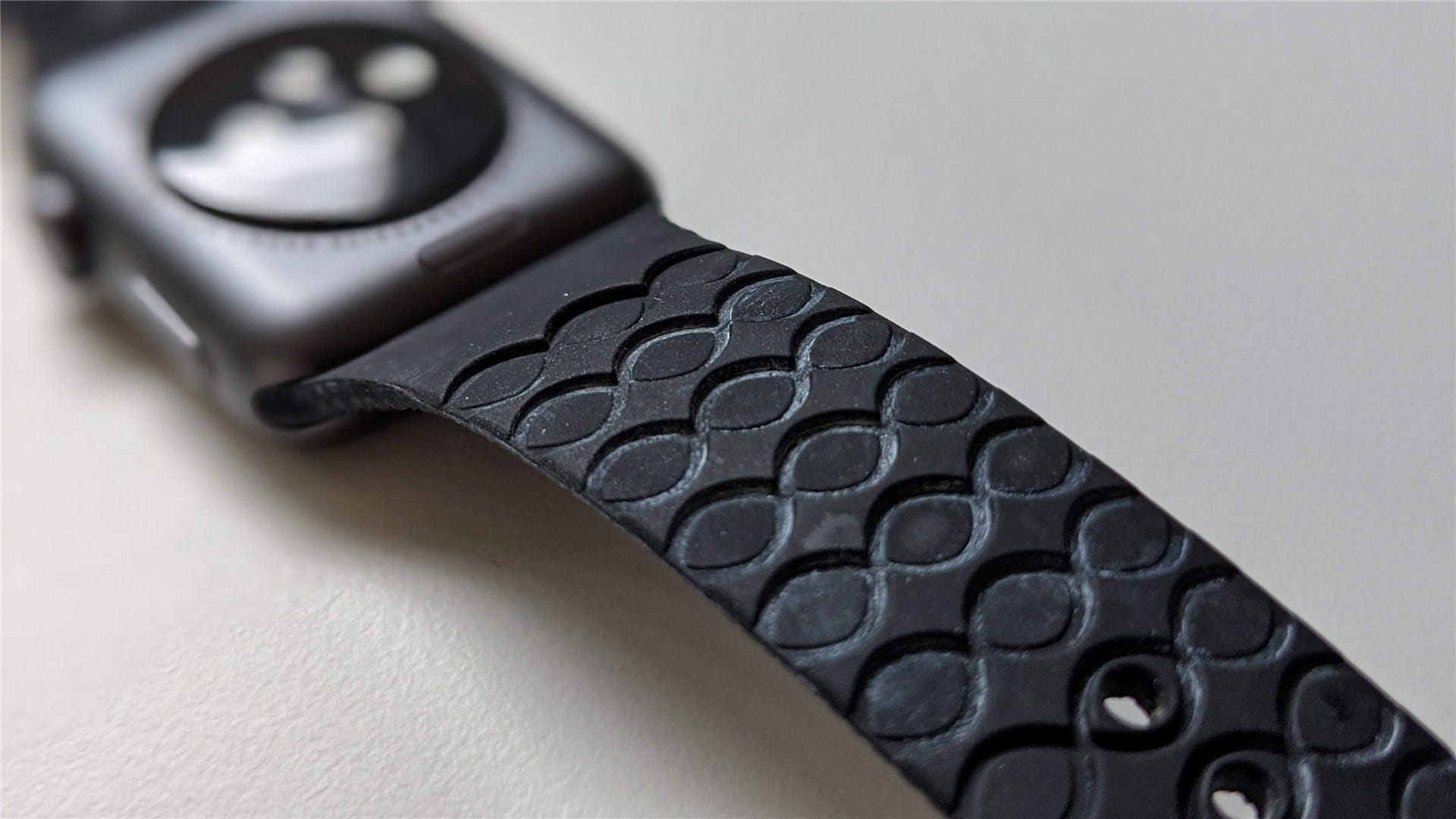 A closer look at the Apple Watch band's grooves