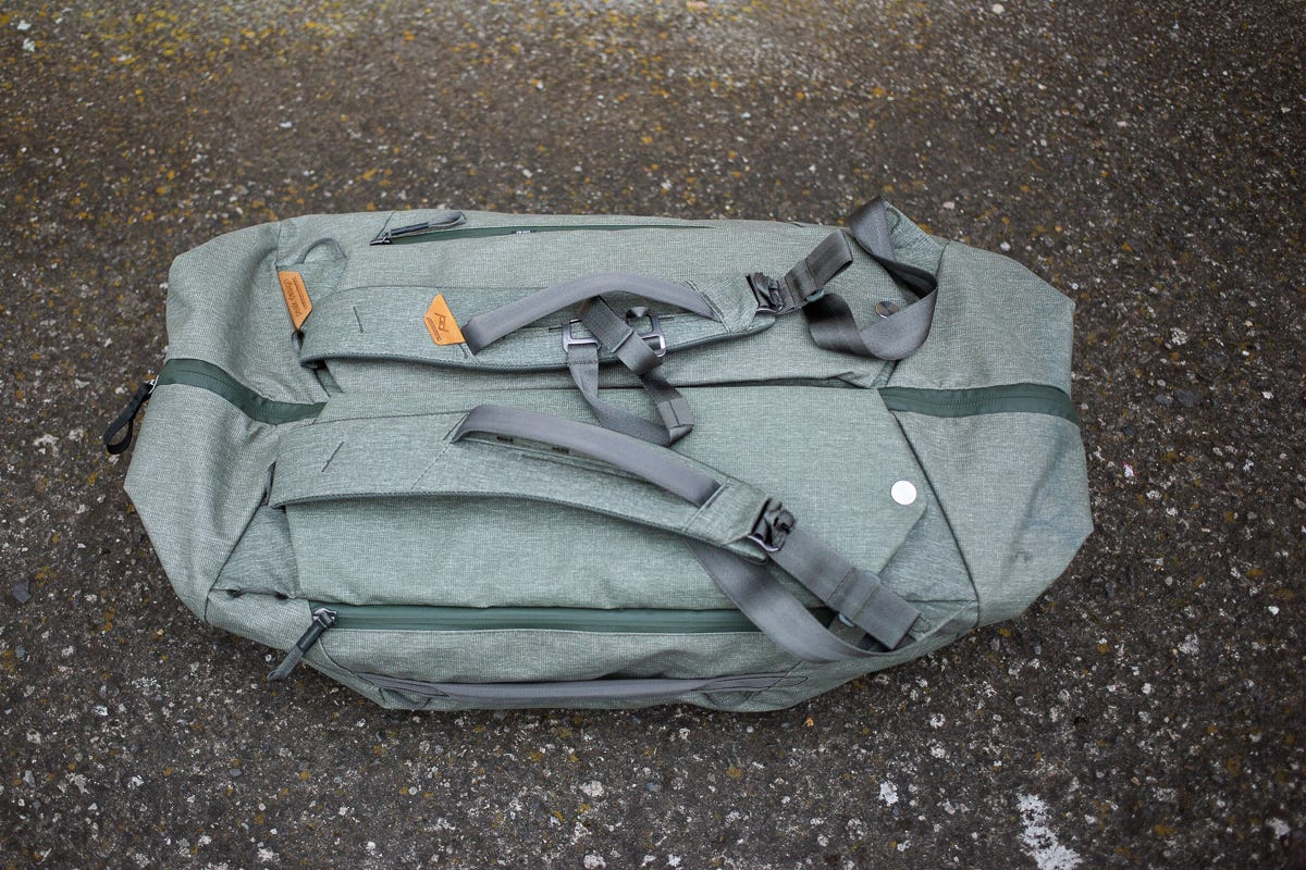 Bag rear with straps.