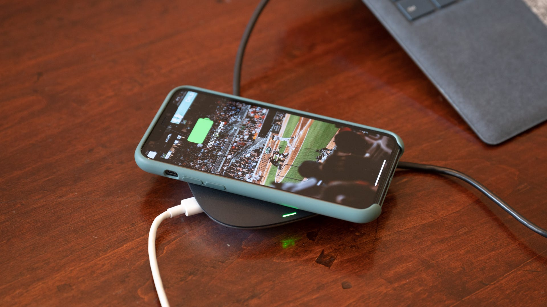 Aukey Wireless Charging Hub iPhone on Top