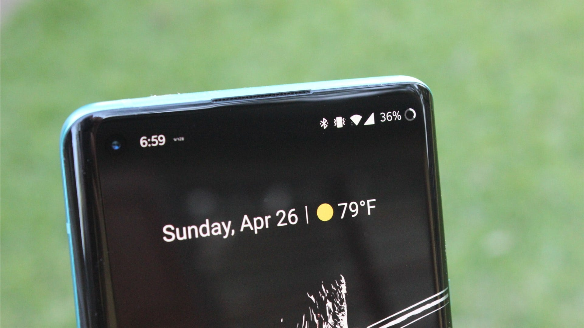 The battery indicator on the OnePlus 8 Pro