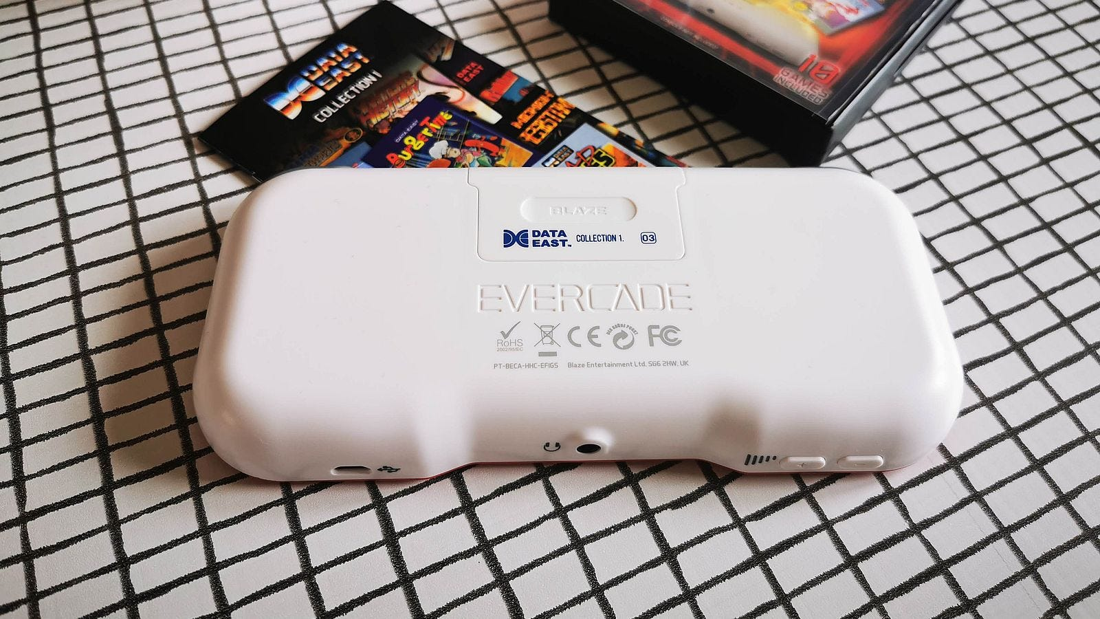 rear of evercade with cart slot