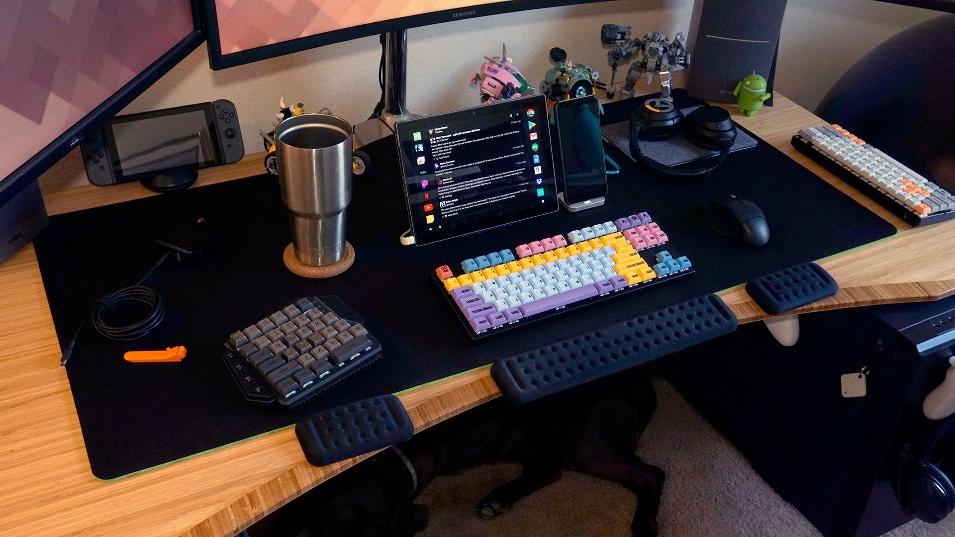 Gigantus V2 loaded down with desk items.
