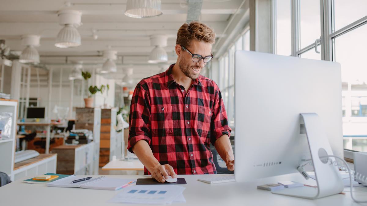 Affordable Standing Desks best standing desks start up office desktop monitor