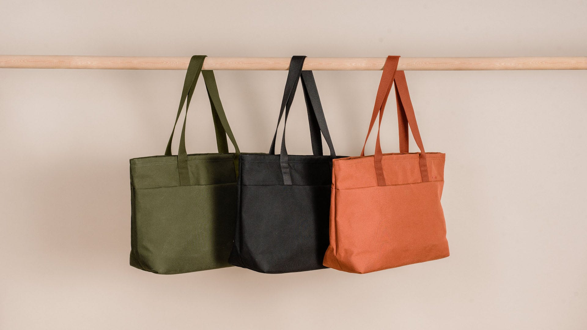 Moment Travelwear Tote colorways