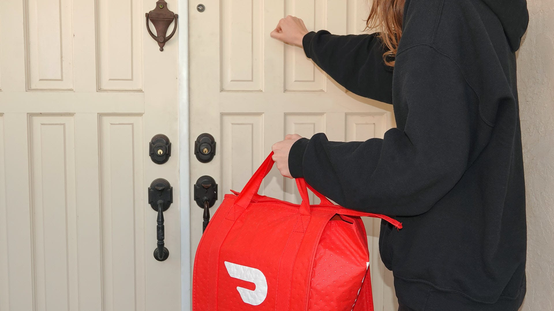 Doordash Wants to Deliver Your Groceries Now Too thumbnail