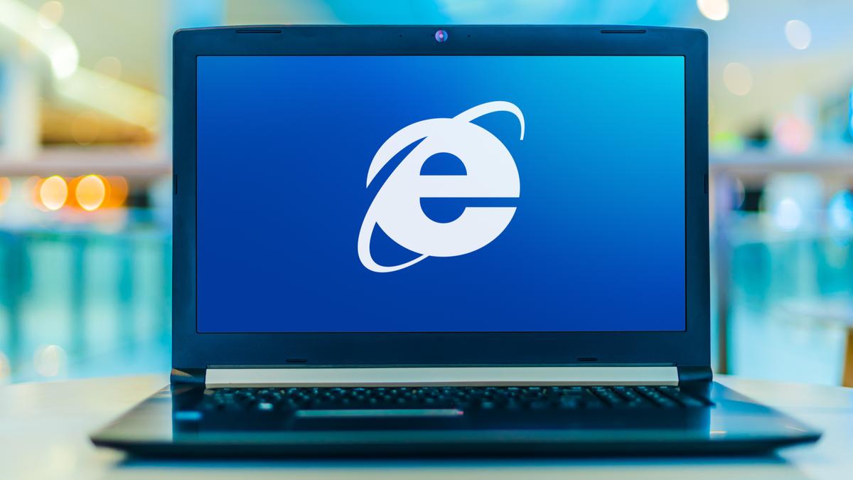 Laptop computer displaying logo of Internet Explorer web browser
