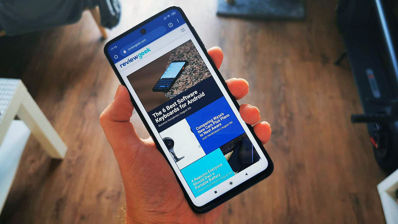 redmi note 9 pro displaying review geek website