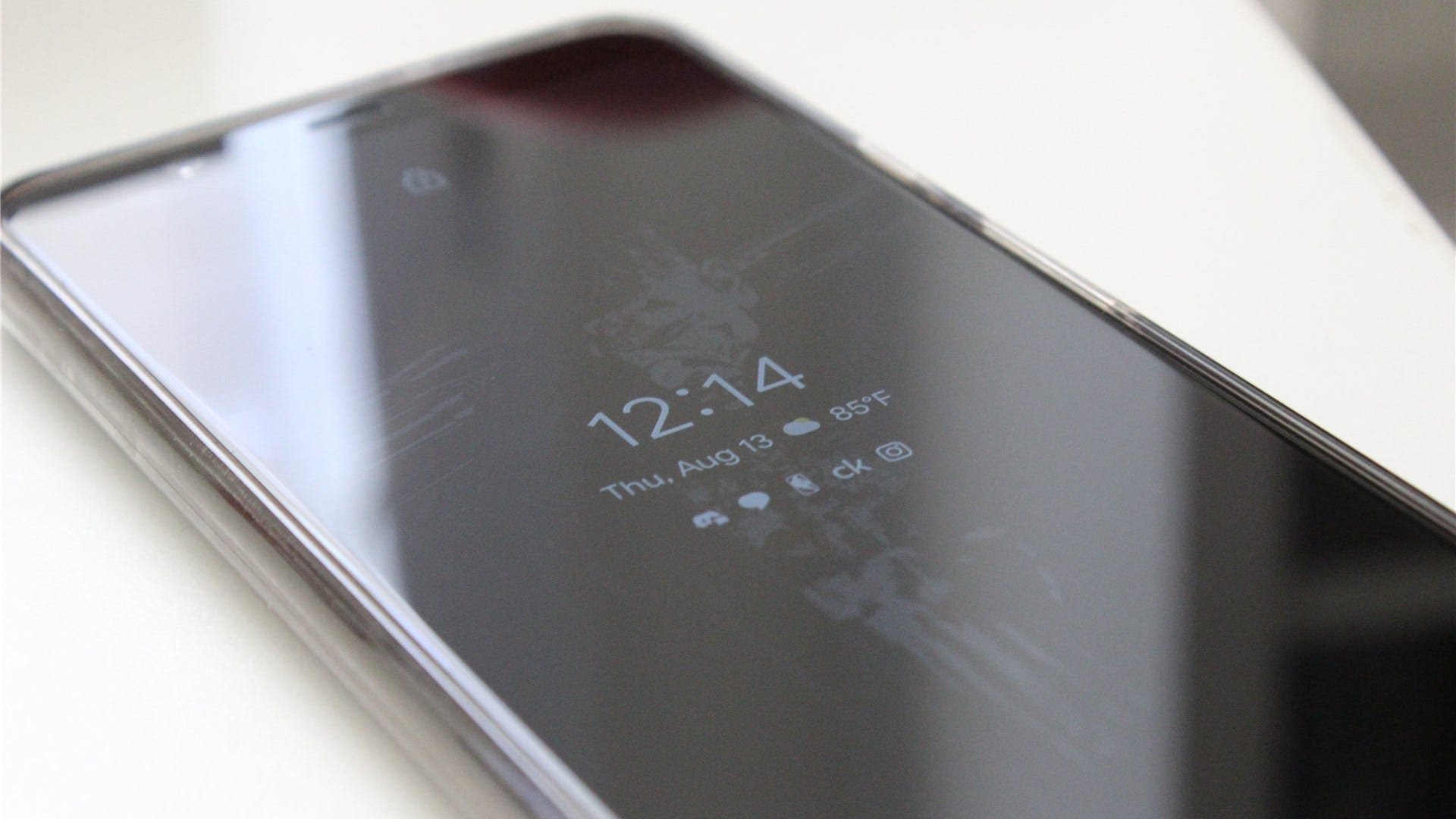 A Pixel 4XL showing several notifications in ambient mode