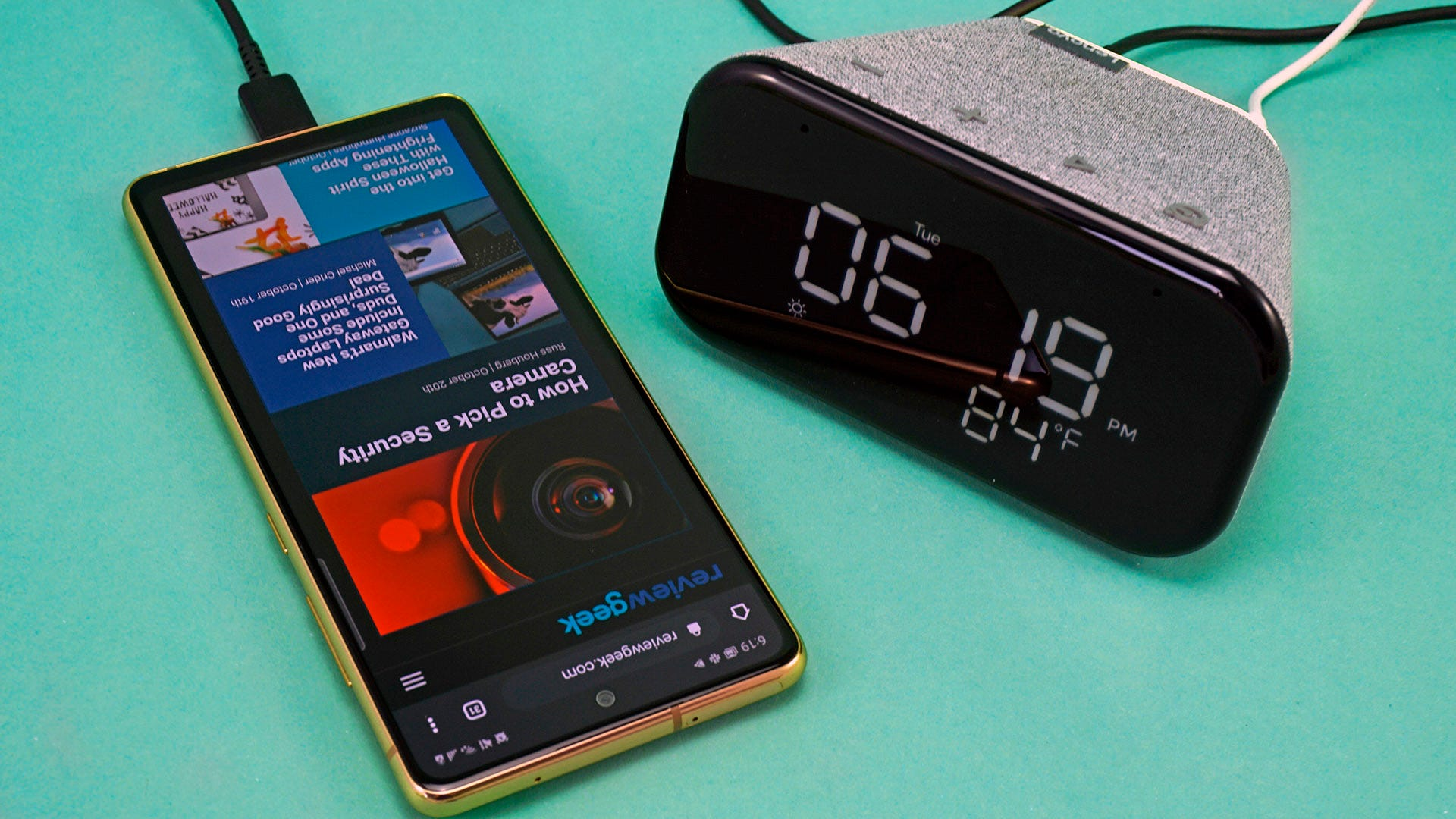 Lenovo Smart Clock Essential with phone