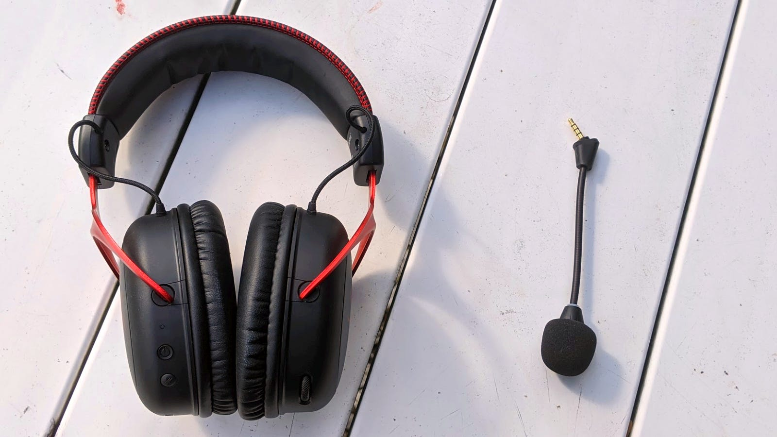 HyperX Cloud II Wireless and detached microphone on a table