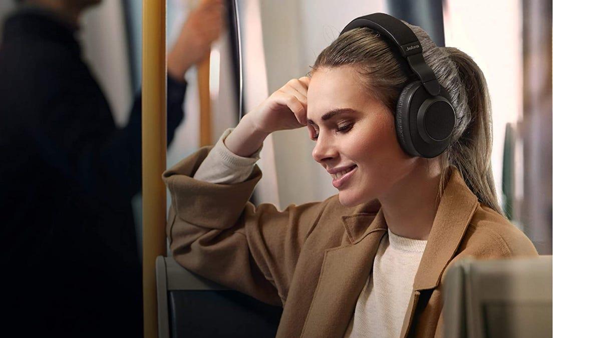 Woman wearing Jabra Elite 85h headphones