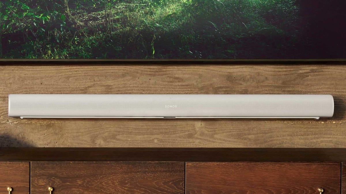 Sonos Arc Soundbar underneath a TV