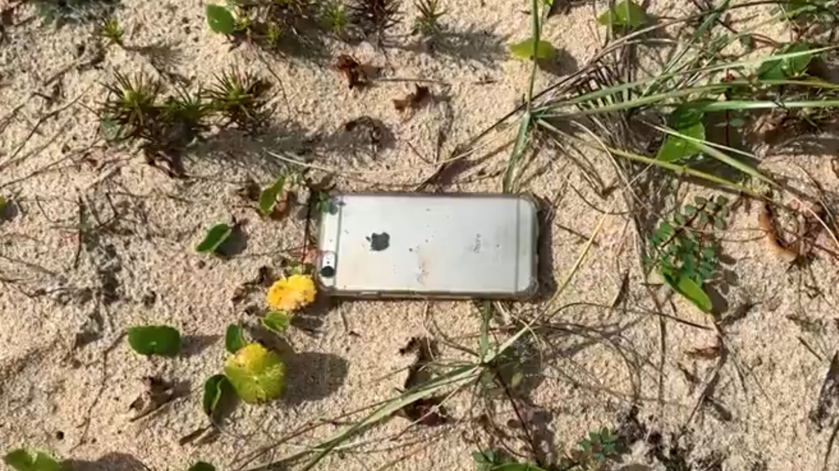 A photo of the iPhone 6s that fell from a plane and survived.
