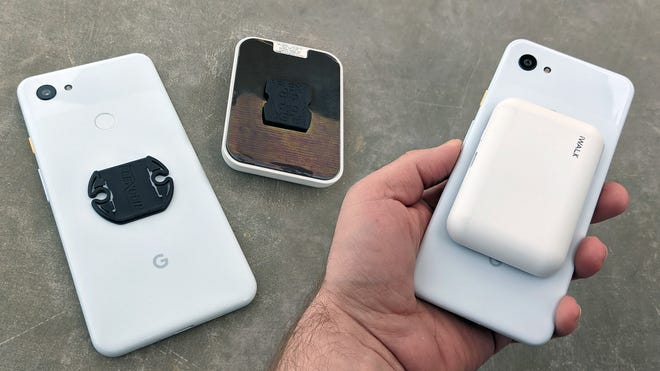 FlexClip is a Good-Enough Alternative to MagSafe to Stick Stuff to Your Phone