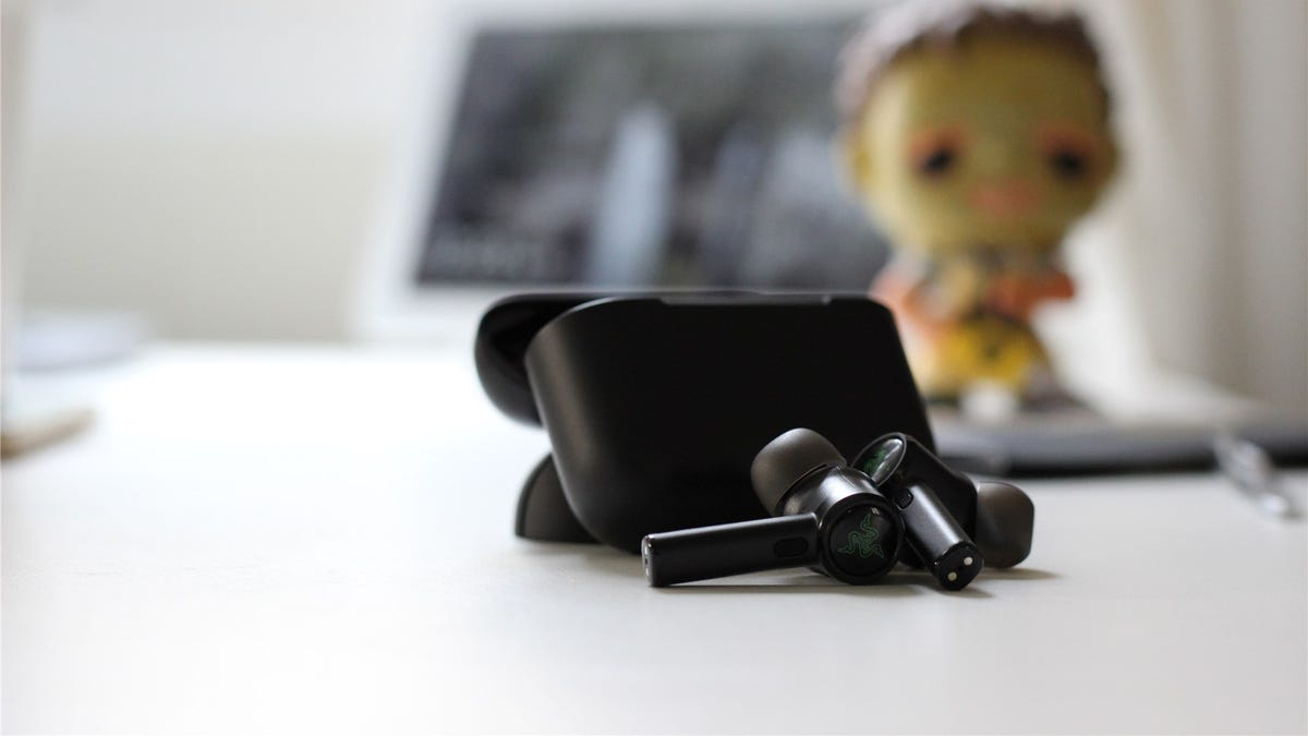 The Razer Hammerhead Pro earbuds in front of the case