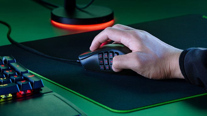 The Latest Razer Naga Mouse Crams 12 Thumb Buttons into Just 85 Grams