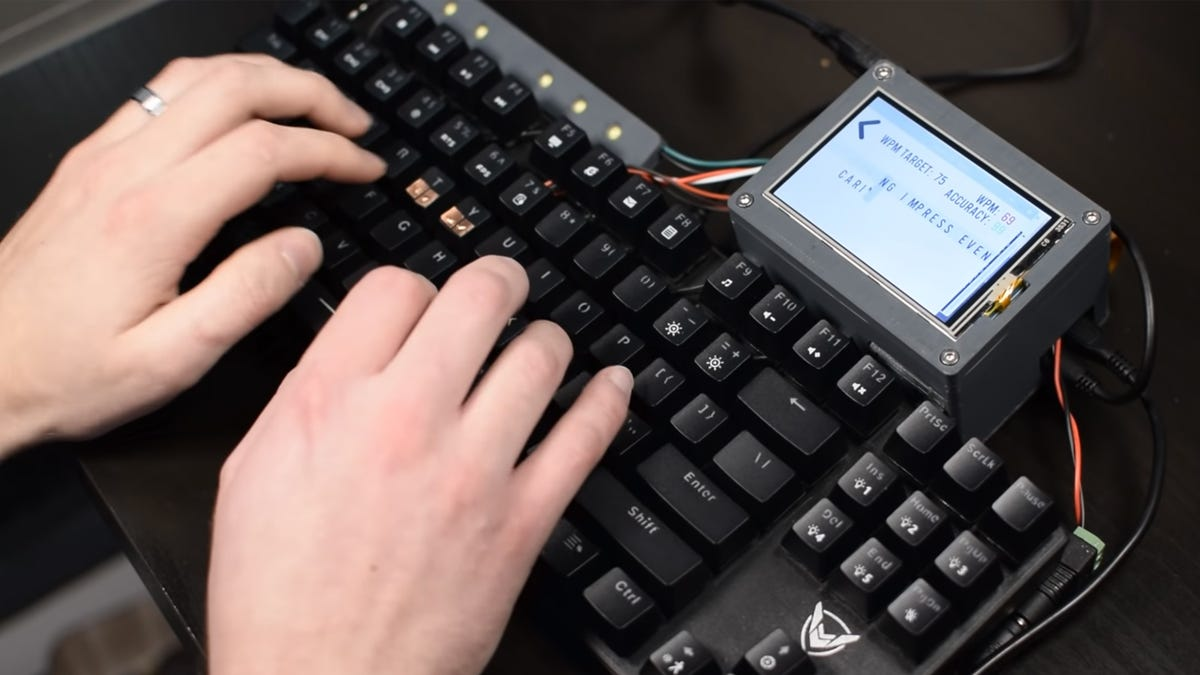 Training keyboard that shocks you
