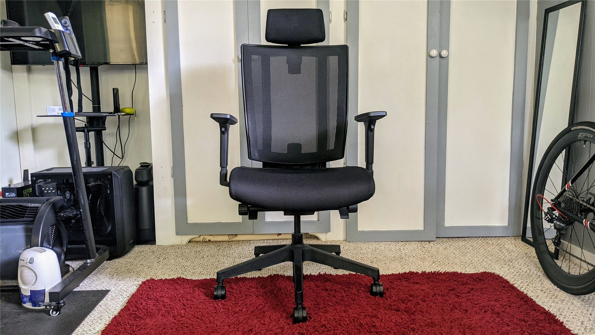 A front view of the Vari Task Chair