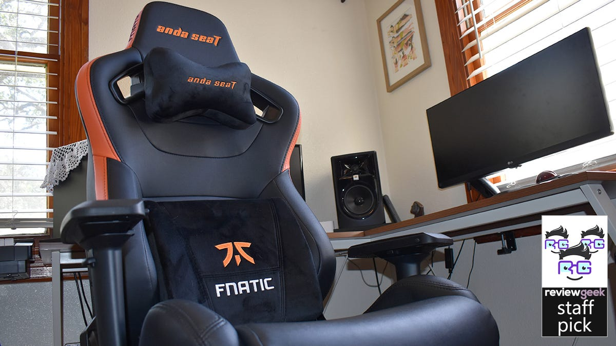 The Anda Seat Fnatic Edition chair in all its glory.