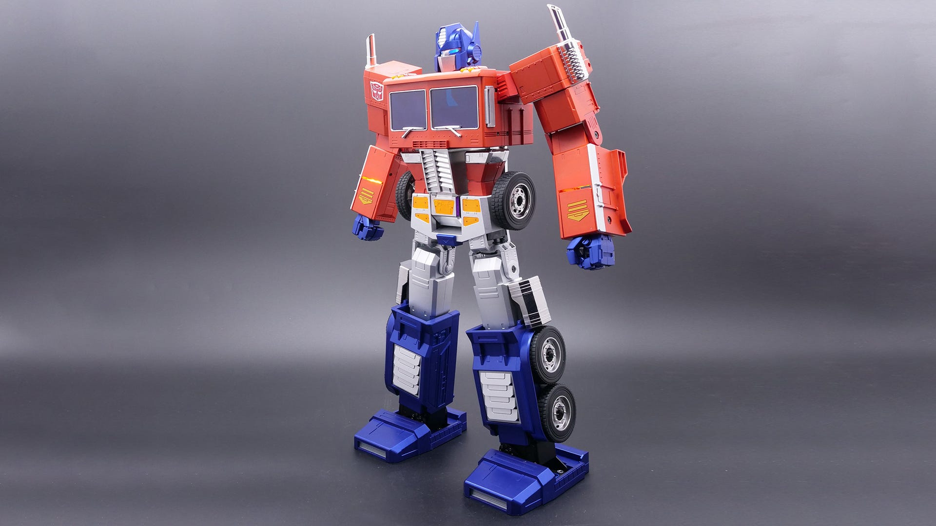 Hasbro's New $700 Optimus Prime Transforms All By Himself thumbnail