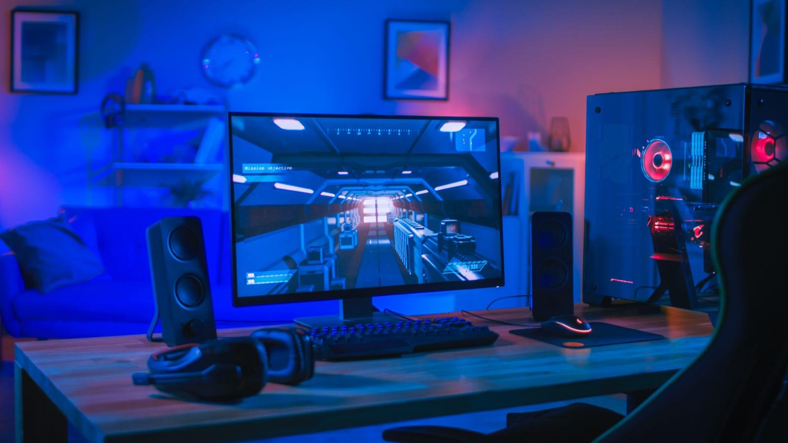 Monitor da gioco sulla scrivania con PC