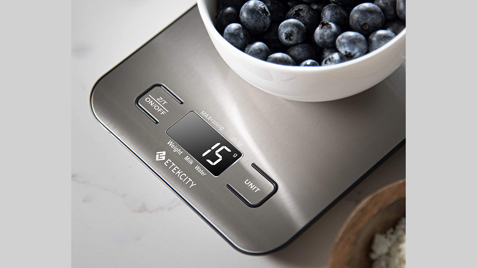 Measure Food, Spices, Liquids and More with This Slim Kitchen Scale