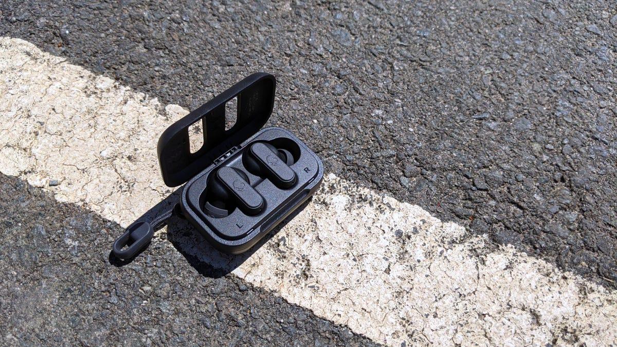 Skullcandy Dime earplugs on sidewalk
