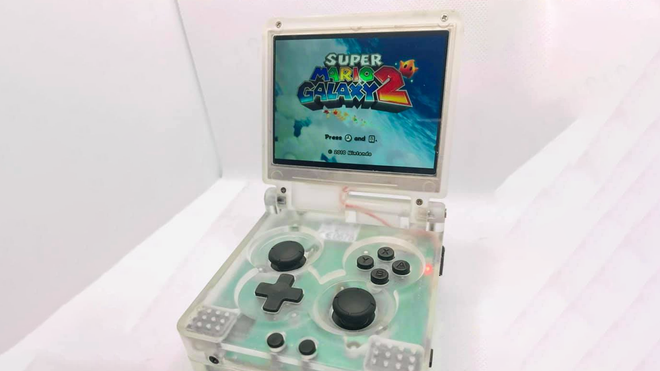 This Modder Stuck a Wii Into a GameBoy Advance SP