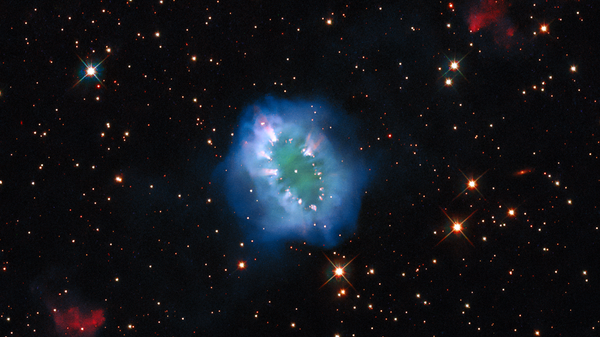 """Check Out This Jaw-Dropping """"Cosmic Necklace"""" Image Shared by NASA"""