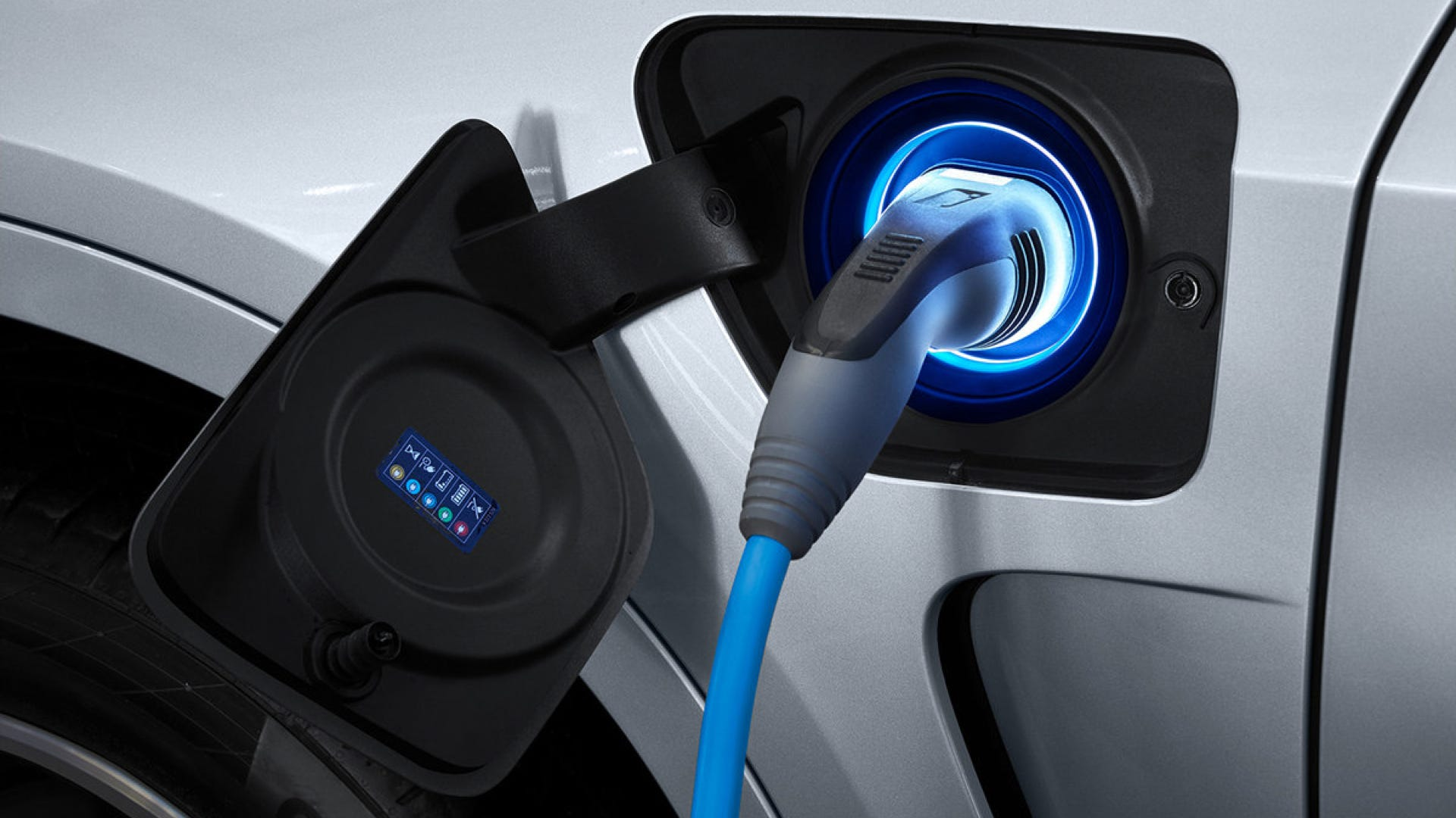 Electric Vehicles Could Wirelessly Charge While Driving According to Researchers thumbnail