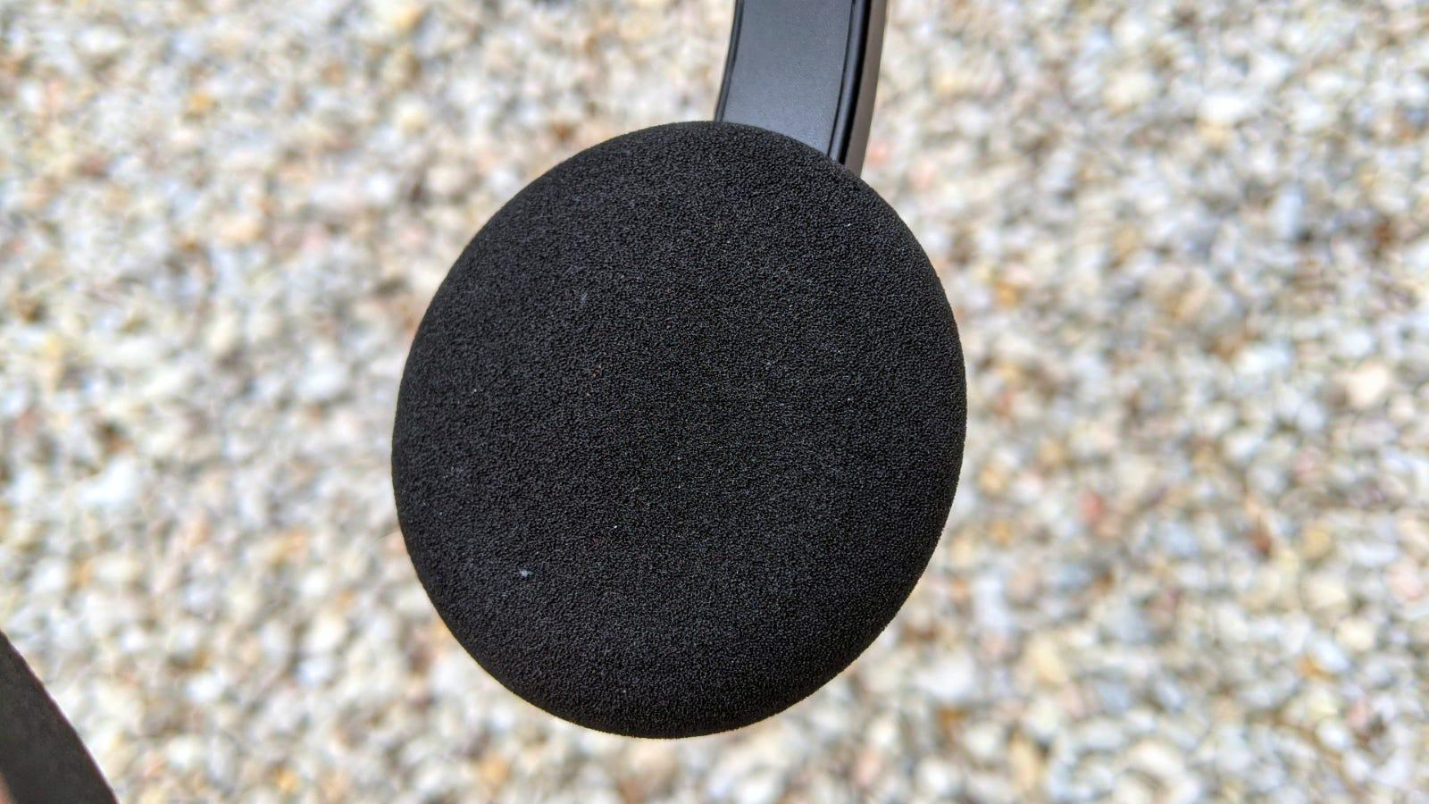 Close-up of the Sound Blaster Jam V2 ear cushion